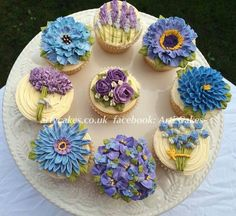 Purple and blue buttercream Flower cupcakes. Arti cakes.