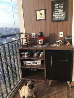 Cantinho do café: 50 lindas ideias para como montar o seu! Coffee Room, Coffee Bar Home, Home Coffee Stations, Coffee Corner, Bar Design, House Design, Canto Bar, Bar Sala, Small Bedroom Storage