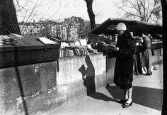 André Kertész, Elizabeth Reading At Outdoor Book Stall -   c. 1930- Gelatin silver print