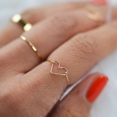 Learn to make this adorable heart wire ring with this tutorial!