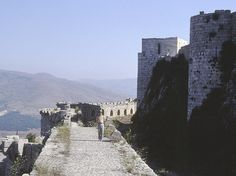 Krak des Chevaliers, Medieval Castle in Syria The castle was registered with a world heritage. It was bombed. Krak Des Chevaliers, Castle Gate, Land Before Time, Library Room, Walled City, Crusaders, Knights Templar, Medieval Castle, Armors