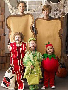 familia  disfraz: papas el pan-un niño el baicon,una niña la lechuga-y una nena de tomatito