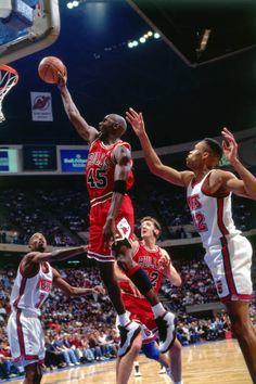 Jordan Bulls, Jordan 23, Jordan Retro, Chicago Bulls, New Jersey, Basketball Players, Basketball Court, Michael Jordan Pictures, Jeffrey Jordan