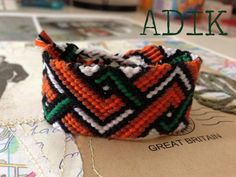 Zig zag friendship bracelet #4261  Pattern: http://www.braceletbook.com/pattern_normal/4261.html