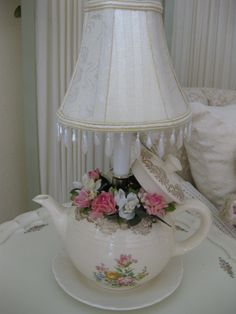 Vintage teapot lamp Not for my house necessarily, but I love it! Shabby Chic Theme, Shabby Chic Lamps, Vintage Shabby Chic, Shabby Chic Furniture, Teapot Lamp, Teacup Crafts, Teapots And Cups, Teacups, My Furniture