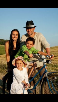Pavol Demitra with his family Bike Fashion, Bike Style, Nhl, Thats Not My, Couple Photos, Couples, My Style, Couple Shots, Couple Photography