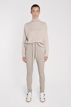 Look Fashion, Autumn Fashion, Neutral Outfit, 2 Piece Outfits, Cashmere Sweaters, Cashmere Turtleneck, Work Attire, Partner, Modest Fashion