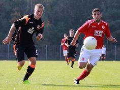 #Murat #Karasu im Laufduell um den Ball mit einem #Energie #Cottbus Spieler. | 7. Spieltag BAK 07 vs. Energie Cottbus (Saison 14/15) - Ergebnis: 2:3 Niederlage