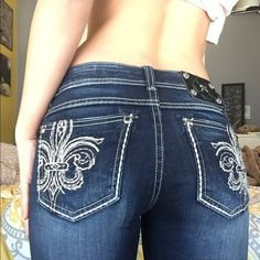 Miss Me Jeans skinny SZ 27 Fleur De Lis pockets with gemstones! Brand new without tags ! Dark wash! Ask me if you have any questions ! Miss Me Jeans Skinny