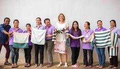 """VÄLBALANS LIMITIERTE KOLLEKTION: IKEA + Sozialunternehmer Sozialunternehmer machen es sich zur Aufgabe die Lebensqualität ihrer Gemeinden zu verbessern. Deswegen lieben wir sie! """"Diese Partnerschaften sind eine neue Art Geschäfte zu machen bei denen jeder gewinnt. Die Sozialunternehmer erlangen Zugang zum Weltmarkt und können ihren Handwerkern Anstellungen geben, die es ihnen ermöglichen in ihrem Dorf zu bleiben und ihre Familien zu erhalten."""" Steve Howard, Chief Sustainabilty Officer, IKEA."""