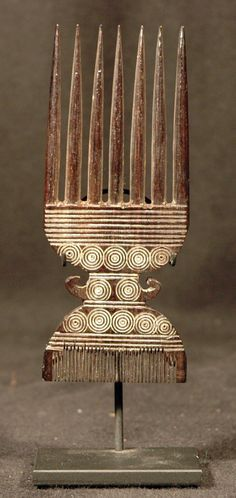 Wood comb from West Africa | 20th century