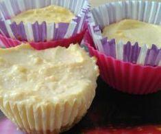 Drożdżówki z truskawkami i lukrem jest to przepis stworzony przez użytkownika AgaSawa. Ten przepis na Thermomix<sup>®</sup> znajdziesz w kategorii Słodkie wypieki na www.przepisownia.pl, społeczności Thermomix<sup>®</sup>. Muffin, Breakfast, Food, Morning Coffee, Essen, Muffins, Meals, Cupcakes, Yemek