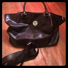 Tory Burch black leather tote w shoulder strap Large Tory Burch bag w handles for over wrist and removable shoulder strap. Tory Burch Bags