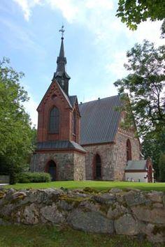 Pyhän Laurin kirkko - Keskiaikainen harmaakivikirkko on pääkaupunkiseudun vanhin rakennus.