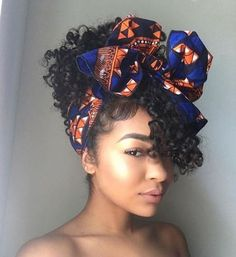 Afro hair is typically associated with natural curls that have a thick, frizzy texture. Such a distinctive type of hair might seem hard to manage, but this has not stopped African beauties from spo… Pelo Natural, Natural Curls, Natural Hair Care, Natural Makeup, Natural Hair Wedding, Natural Beauty, Short Curly Hair, Curly Hair Styles, Mixed Curly Hair