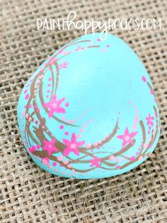 Painted Rock Ideas | Fun florals at painthappyrocks.com #PaintHappy #PaintHappyRocks #RockPainting #PaintedStones