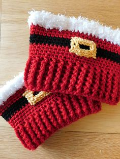 Santa Boot Cuffs -free crochet pattern- Crochet) Get into the holiday spirit with these sweet Santa boot cuffs! I love this idea! I am not one for dressing up for the holidays, but I would actually wear these. A wonderfully brilliant pattern! Guêtres Au Crochet, Crochet Santa, Crochet Boots, Holiday Crochet, Crochet Gloves, Crochet Slippers, Free Crochet, Crochet Ideas, Crochet Projects