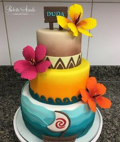 Moana  #robertaarrudacakeboutique #bolosdecoradosrecife #instacake #bolomoana #floresdeacucar Moana Birthday Party Theme, Moana Party, Luau Birthday, Baby Moana, Festa Moana Baby, Bolo Fake Moana, Girls First Birthday Cake, Queens Food, Quinceanera Themes