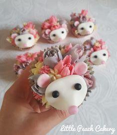 Hedgehog Cupcake, Hedgehog Cookies, Hedgehog Birthday, Baby Birthday, Birthday Cake, Kid Cupcakes, Flower Cupcakes, Cupcake Cakes, 3d Cakes