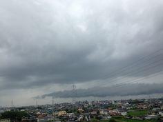 https://flic.kr/p/WdJFNy | IMG_1837The harbinger of typhoons 03 | 台風が近づきつつある今朝の空模様です。 This typhoon is approaching this morning's sky.