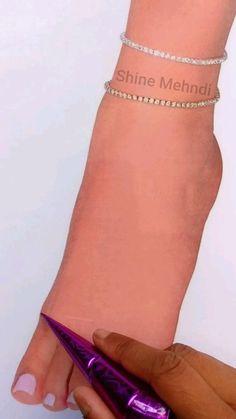 Round Mehndi Design, Mehndi Designs Front Hand, Pretty Henna Designs, Henna Tattoo Designs Simple, Legs Mehndi Design, Mehndi Designs Book, Mehndi Design Pictures, Modern Mehndi Designs, Mehndi Designs For Girls