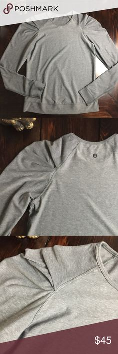 """Lululemon pintuck sleeved grey top In excellent condition.  The top does not have a size dot and the rip tag was pulled, but it was a size 4 and this matches the measurements.    MEASURMENTS:  Shoulder: 15""""  Chest: 16.25""""  Waist: 16.25""""  Length: 23""""   B: 00219  ∞∞∞∞∞∞∞∞∞∞∞∞∞∞∞∞∞∞ As always I follow all Poshmark rules. No Trades. Please make all offers through the offer button - lots of love girls! lululemon athletica Tops Tees - Long Sleeve"""