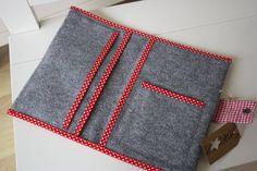 U-Hefthüllen - U-Heft Hülle aus Filz, bestickt Teddyfell-Stern - ein Designerstück von STRUKTURWERK bei DaWanda