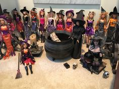 Barbie Skipper, Barbie And Ken, Barbie Dolls, Miniture Dollhouse, Diy Dollhouse, Witch Dolls, Barbie Halloween, Barbies Pics, Halloween Miniatures