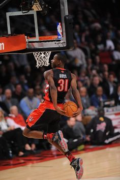 HOUSTON, TX - FEBRUARY Terrence Ross of the Toronto Raptors participates during 2013 Sprite Slam Dunk Contest on State Farm All-Star Saturday Night as part of 2013 NBA All-Star Weekend on February 2013 at Toyota Center in Houston, Texas. Basketball Funny, Love And Basketball, Basketball Pictures, Sports Basketball, College Basketball, Basketball Players, Slam Dunk, Toronto Raptors, Lebron James