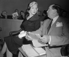 Marilyn at Santa Monica court during her divorce with Joe DiMaggio. October 27, 1954