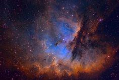 Crédit: Ken Crawford ( Observatoire Rancho Del Sol ) Explication:Ce portrait de NGC 281 sont des colonnes sculptées et denses deglobules de poussière vus en silhouette, érodées par des vents éne…