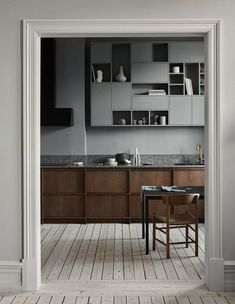 History Meets a Modern Lifestyle in the Latest project by Nordiska Kök Modern Kitchen Design history Kök latest Lifestyle Meets Modern Nordiska Project Kitchen And Bath, New Kitchen, Kitchen Decor, Kitchen Wood, Kitchen Ideas, Warm Kitchen, Kitchen Layout, Kitchen Furniture, Outdoor Furniture