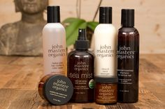 Avere capelli sempre splendidi e in salute non è un sogno, basta usare i prodotti giusti, prodotti 100% organici come quelli di John Masters Organics: shampoo, conditioner e styling composti SOLO da estratti organici certificati, che migliorano non solo la bellezza dei capelli, ma anche la loro salute ;-)