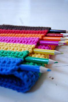 Case for pencils or crochet hooks Crochet Hook Case, Love Crochet, Diy Crochet, Crochet Crafts, Crochet Toys, Crochet Baby, Yarn Projects, Crochet Projects, Crochet Decoration