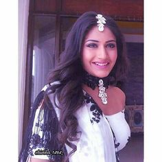 Ishqbaaz Jewellery Trends by Anika & Gauri - Chokers from Ishqbaaz Indian Dresses, Indian Outfits, Indian Attire, Antique Jewellery Designs, Jewelry Design, Surbhi Chandna, Festival Dress, Indian Designer Wear, Jewelry Trends