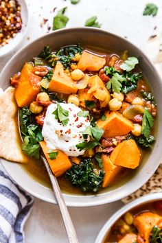 This tasty vegetarian spiced stew is packed with hearty vegetables and a rich broth seasoned with turmeric, cinnamon, and cumin- and is sure to warm you up, even on the coldest of days. Vegetarian Stew, Vegan Stew, Vegetarian Dinners, Vegetarian Recipes, Vegetarian Lifestyle, Vegetable Stew, Vegetable Dishes, Gazpacho, Eating Clean