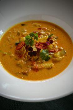 Verdens beste kyllingsuppe | Ida Maries mat Scampi, Tempura, Thai Red Curry, Ethnic Recipes, Food, Cilantro, Meal, Essen, Hoods