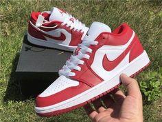 Dr Shoes, Nike Air Shoes, Hype Shoes, Me Too Shoes, Nike Socks, Cute Sneakers, Retro Sneakers, Sneakers Nike, Jordan Sneakers