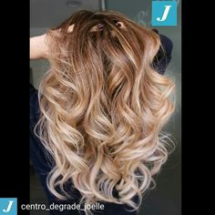 La magia del Degradé Joelle  #cdj #degradejoelle #tagliopuntearia #degradé #igers #musthave #hair #hairstyle #haircolour #longhair #ootd #hairfashion #madeinitaly #matera #matera2019 #sassidimatera