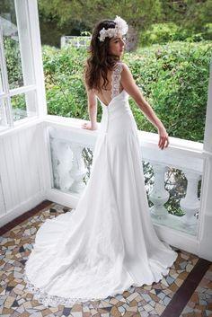 Robe de mariée contemporaine : simple avec dentelle