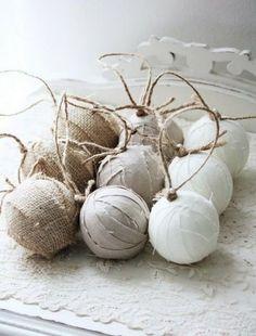 Palline dalle tinte chiare #natale #christmas #xmas #decorations #handmade #crafty #faidate