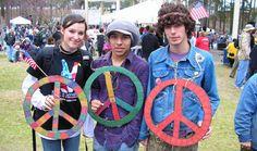 Hippies Demonized in Louisiana Voucher School Textbook Hippie Peace, Hippie Love, Hippie Style, Boho Hippie, Hippie Pictures, Hippie Kids, Splendour In The Grass, Hippie Culture, Give Peace A Chance