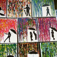 Çocukların en büyük eğlencelerinden biri olan mum boya kalemleri ile çok hoş dekoratif tablolar yapabilirsiniz. Bu pratik kendin yap numarası için öncelikle rengarenk boya kalemlerimizi resim kağıdımızın üzerine dizip sabitliyoruz. Daha sonra orta kısmına bir koli bandı hemen altına da yağlı kağıt y