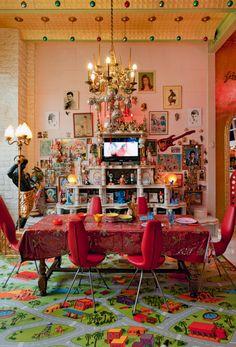 38 Beautiful Bohemian Dining Room Decor Inspirations - Popy Home Home Interior, Interior Decorating, Interior Livingroom, Interior Paint, Estilo Kitsch, Maximalist Interior, Turbulence Deco, Boho Home, Retro Home Decor