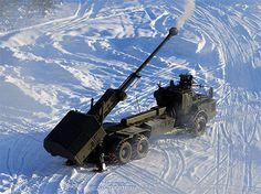 """Это самоходная артиллерийская установка """"Archer"""" что в переводе значит – лучник. Её разработали шведские конструкторы. На сегодняшний день """"Archer"""" считается самой скорострельной в мире. Но главное даже не это. Один """"Archer"""" за пару минут способен уничтожить ДОТы, бункеры и даже населённые пункты противника."""