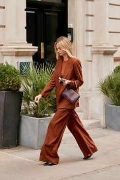 The Best Street Style Looks from London Fashion Week (so far!) - Street Wear - The Best Street Style Looks from London Fashion Week (so far! London Fashion Weeks, New York Fashion, Fashion Blogs, Fashion Outfits, Grunge Outfits, Fashion Styles, Fashion Fashion, Fashion Trends, Best Street Style