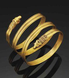 A GREEK GOLD BRACELET