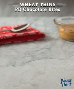 Celebrate the holiday season with these festive WHEAT THINS PB Chocolate bites. Candy Cookies, Cookie Desserts, Yummy Cookies, Just Desserts, Delicious Desserts, Dessert Recipes, Yummy Food, Christmas Treats, Holiday Treats