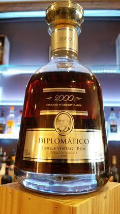 Ron Diplomatico 2000 finition fût de Sherry Vénézuela Alcohol Bottles, Liquor Bottles, Drink Bottles, Cigars And Whiskey, Scotch Whiskey, Whiskey Bottle, Cocktail Drinks, Fun Drinks, Alcoholic Drinks