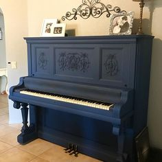 Chalk Paint® in Napoleonic Blue on a piano by Annie Sloan Stockist Savale Flowers and Antiques in Scottsdale, AZ Chalk Paint Furniture, Furniture Projects, Furniture Makeover, Dresser Makeovers, Refinish Piano, Blue Chalk Paint, White Chalk, Annie Sloan Chalk Paint, Piano Restoration